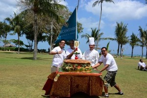 #IHGShelterInaStorm #RaceAroundTheWorld Our Culinary Team made the Giant Burger to celebrate the Race Around The World and make donation to IHG Shelter In A Storm. We are craving to try the burger!