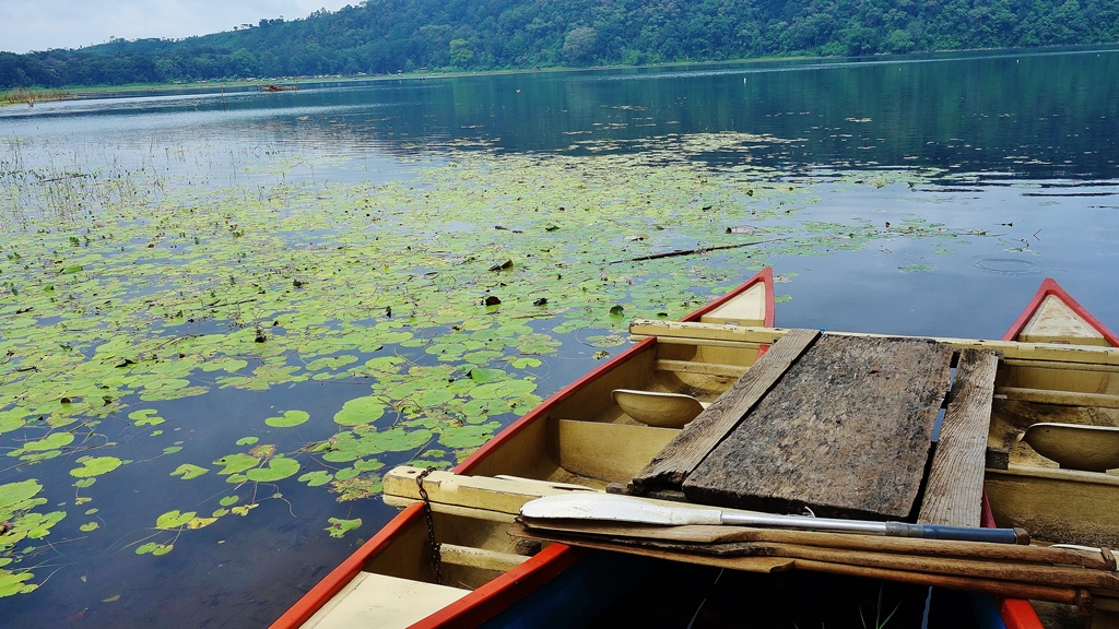 Double Canoe at Lake Tamblingan