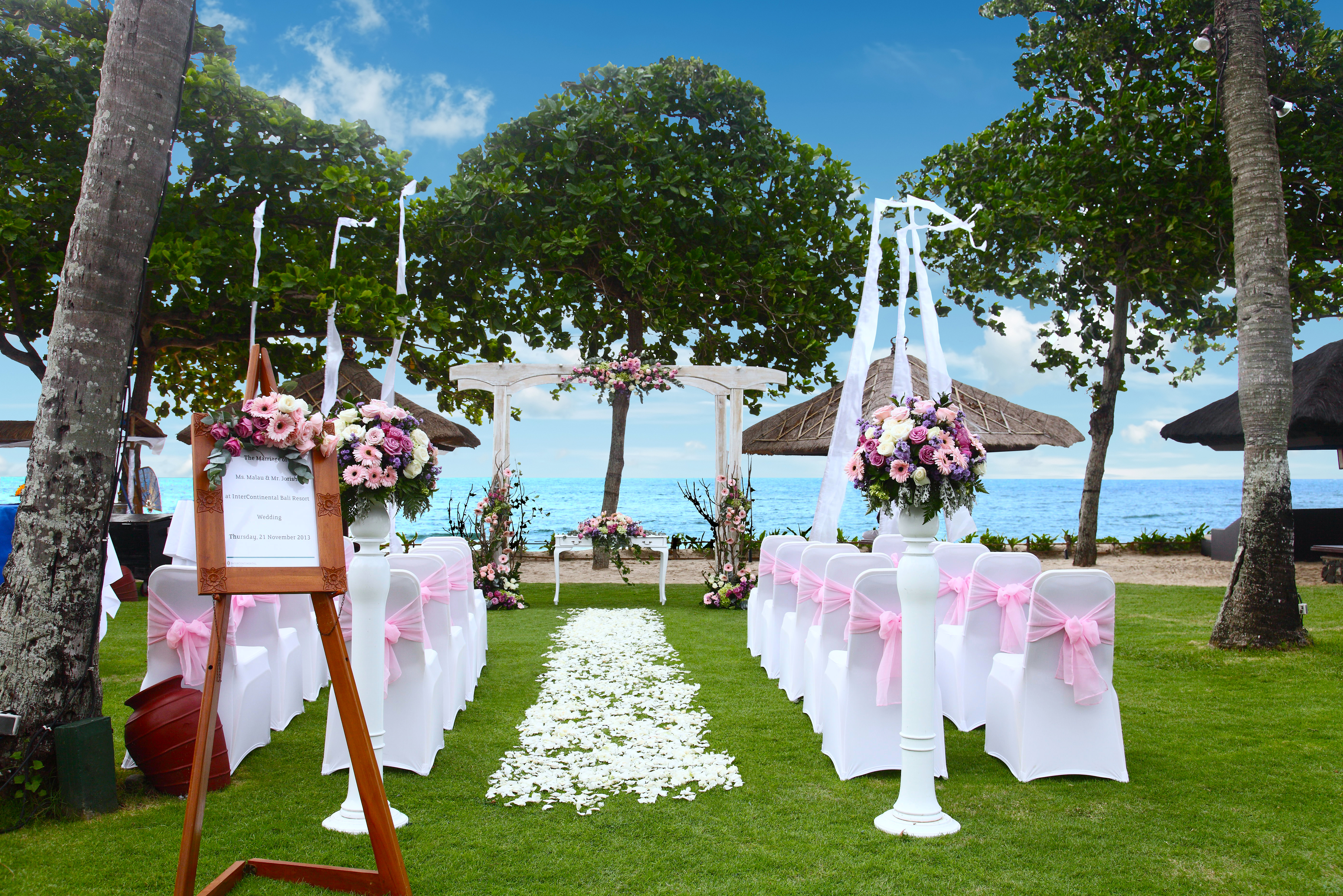 Say i do to a tresna sunset wedding at intercontinental bali resort alun alun pink decoration junglespirit