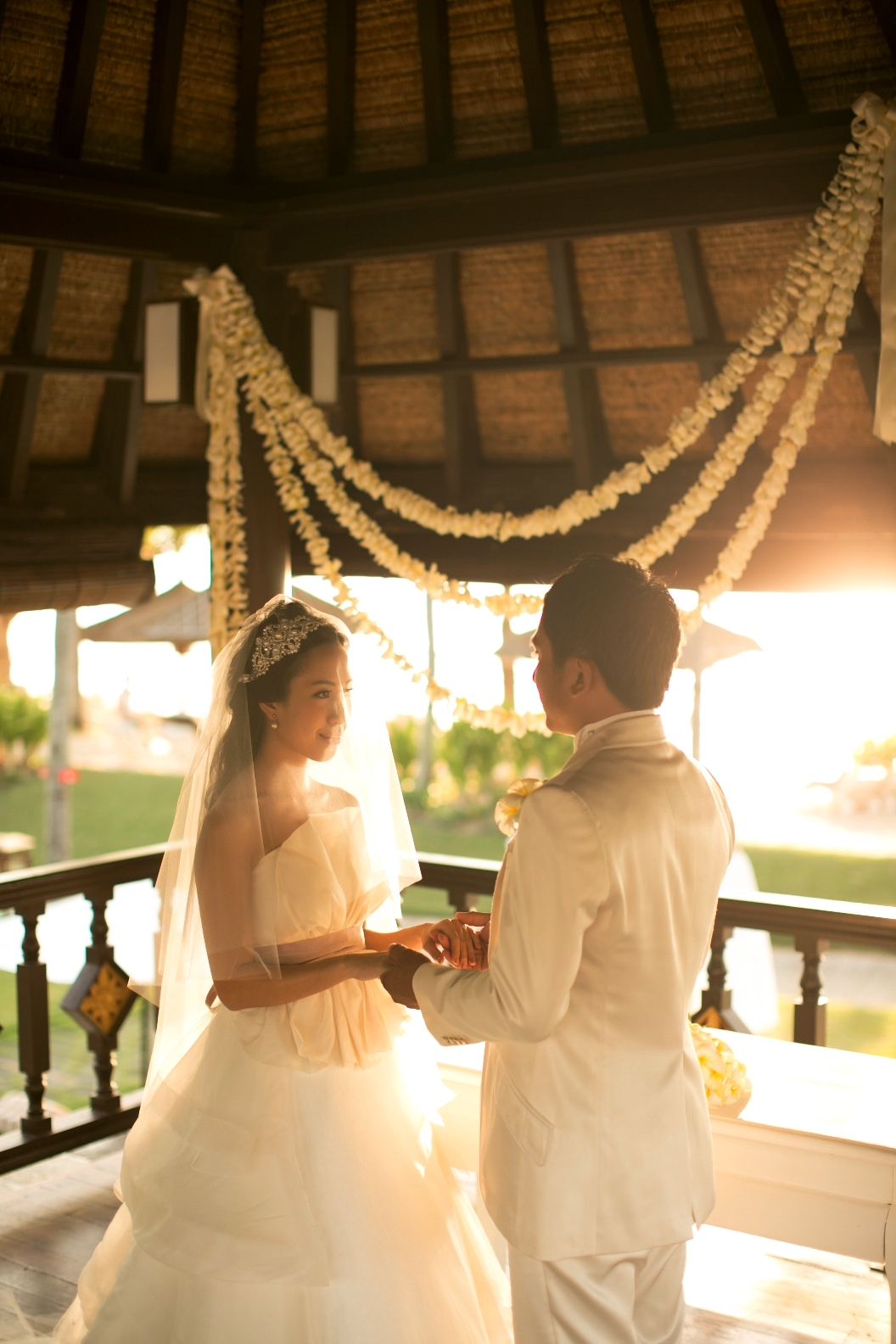 RETIE THE KNOT WITHIN A ROMANTIC BALE PAVILON AT INTERCONTINENTAL BALI RESORT