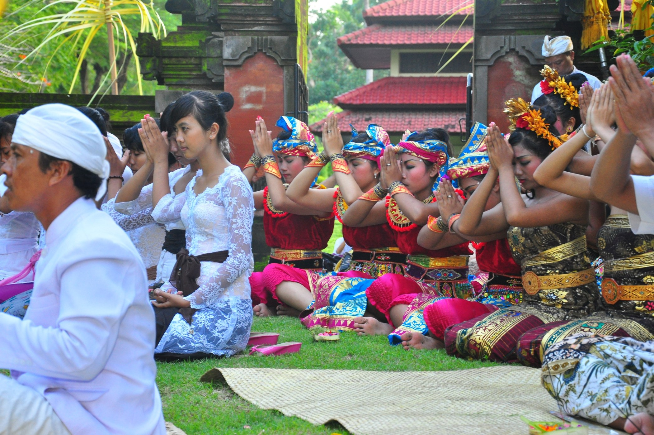 FULL MOON TEMPLE RITUALS AT INTERCONTINENTAL BALI RESORT